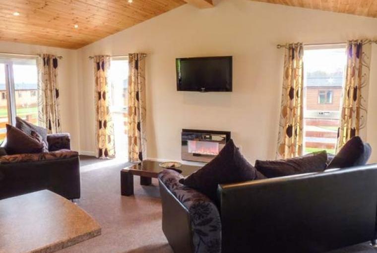 Callow Timber Lodge 2, Cheshire, Photo 5