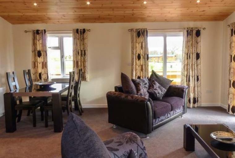 Callow Timber Lodge 2, Cheshire, Photo 7