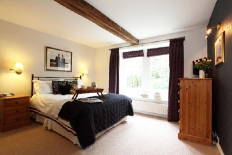 Luxury self catering sleeps 12 near Peak District