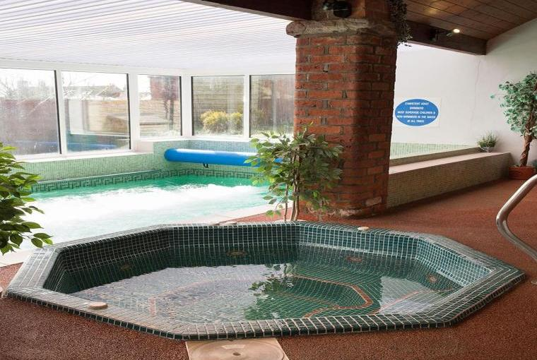 Mel house cottages with swimming pool pickering near - Swimming pools in south yorkshire ...