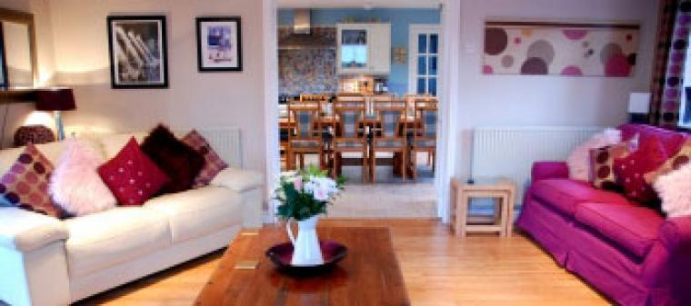 Self catering cottage sleeps 10 Wrexham Wales