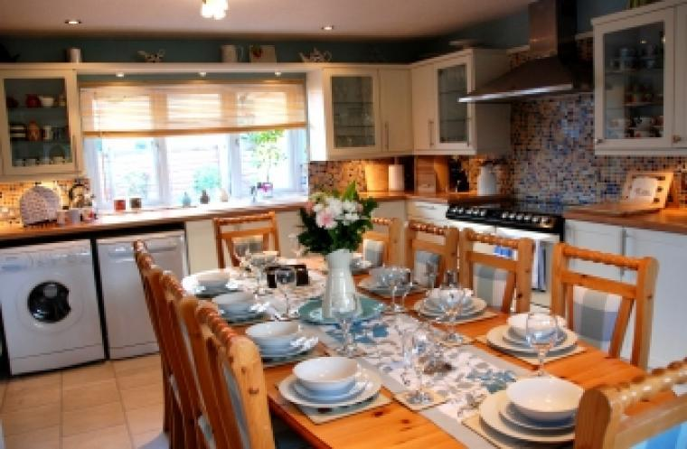 Self catering holiday cottage sleeps 10 Wrexham Wales