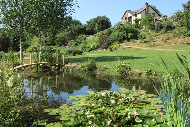 Stroll through the 10 acre grounds of Oakmead House