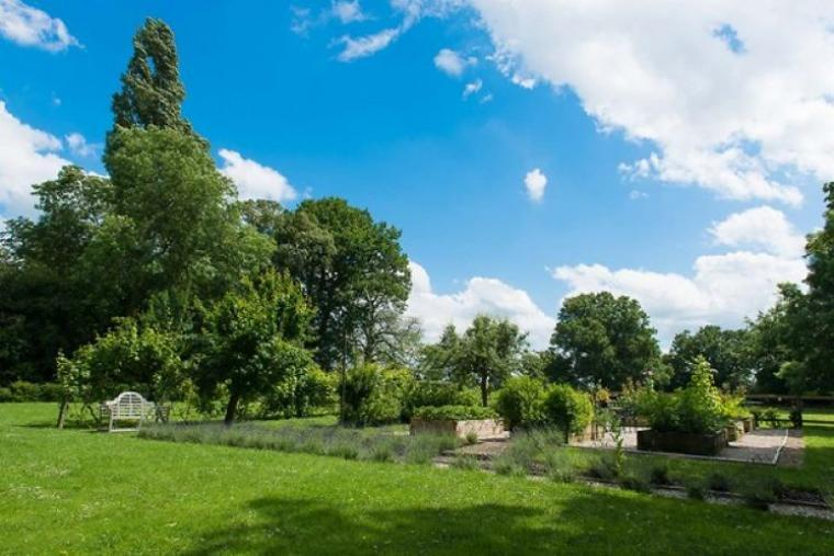 7 acres of beautiful gardens and grounds at Rafe Hall
