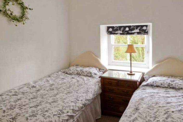 Twin bedroom, Beckside Cottage, Lake District