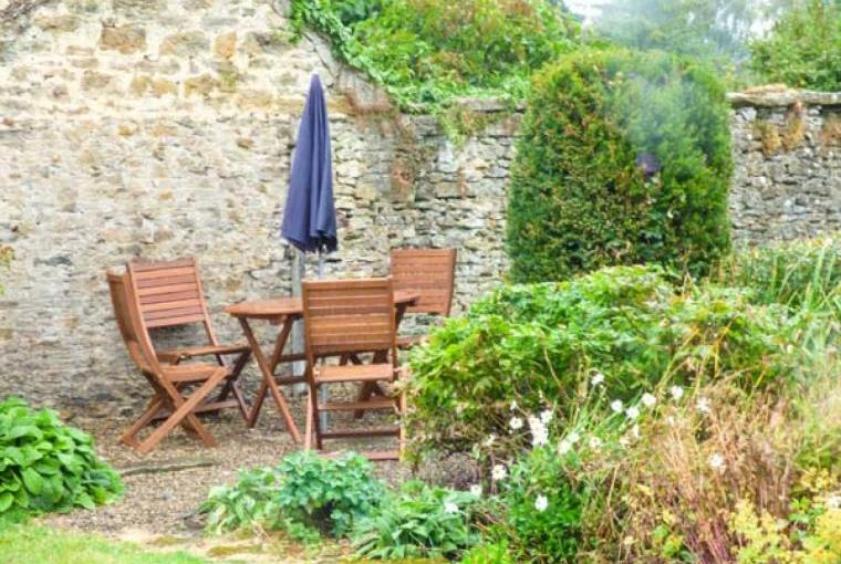 Cottage garden with outdoor dining area
