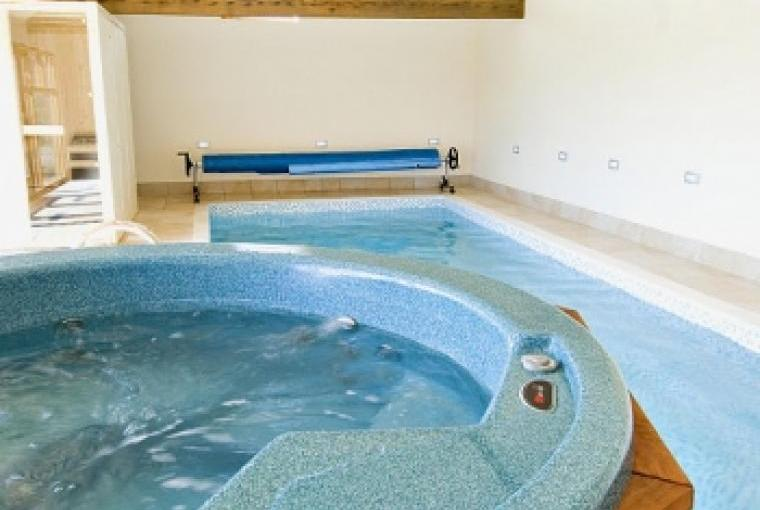 Self-catering barn conversion with Pool, Hot Tub and Sauna