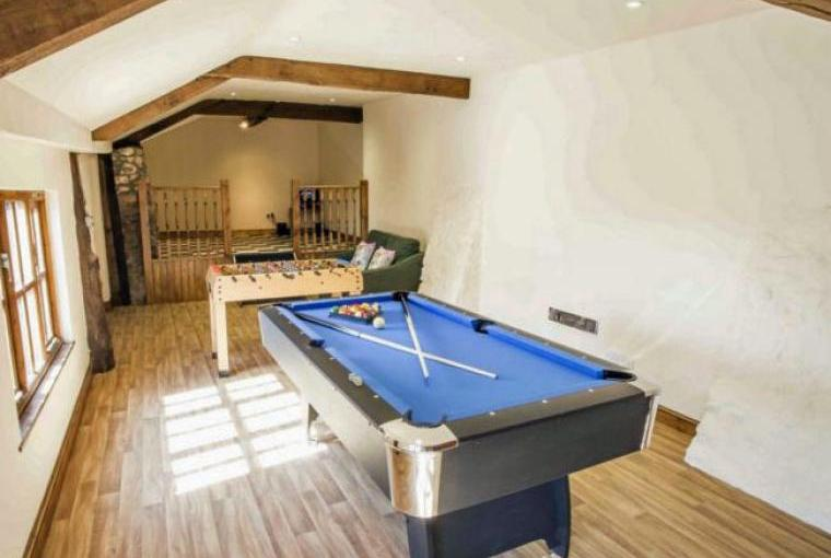 Cottage with a games room