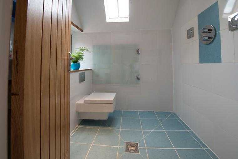 Stylish wet room with WC