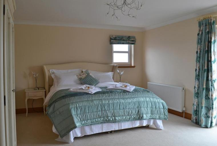 Bedroom featuring a King-Size double bed