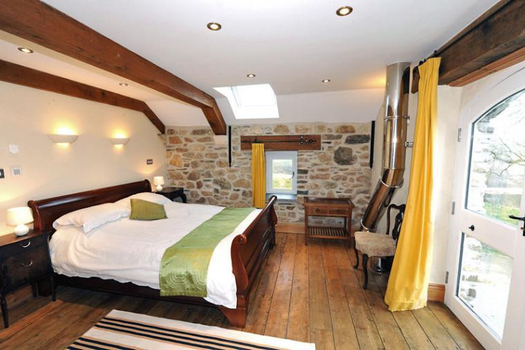 3 bedroom holiday cottage in Pembrokeshire kingsize souble and twin bedrooms