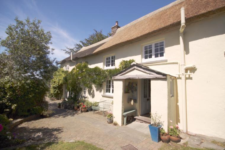 Wysteria-clad Barnfield Cottage, Devon - front porch and patio
