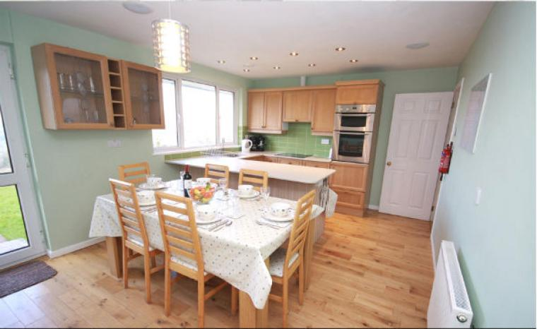 Dining for 6 people at South Devon Holiday Bungalow