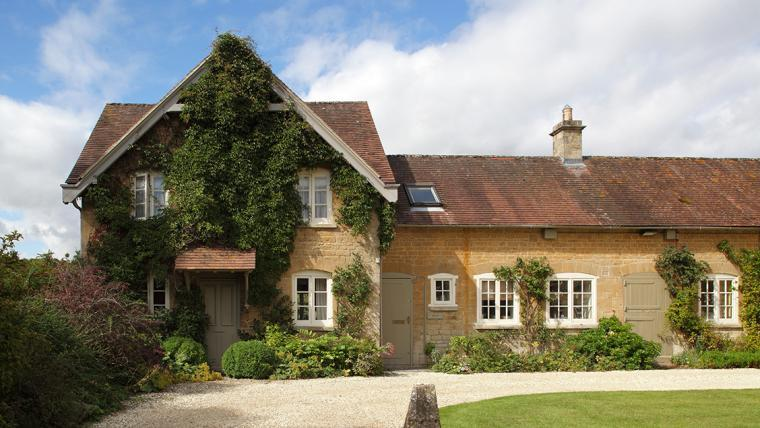 Luxurious Epsom Cottage in the Cotswolds