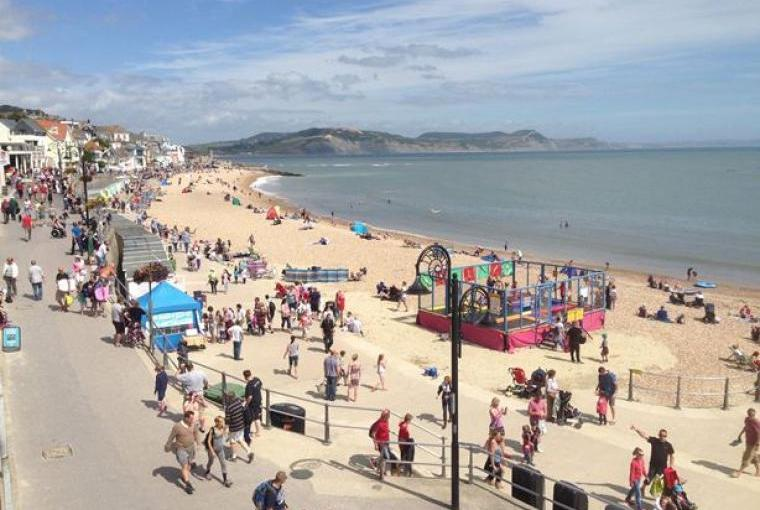 The Family Friendly Beech At Lyme Regis Within Easy Reach