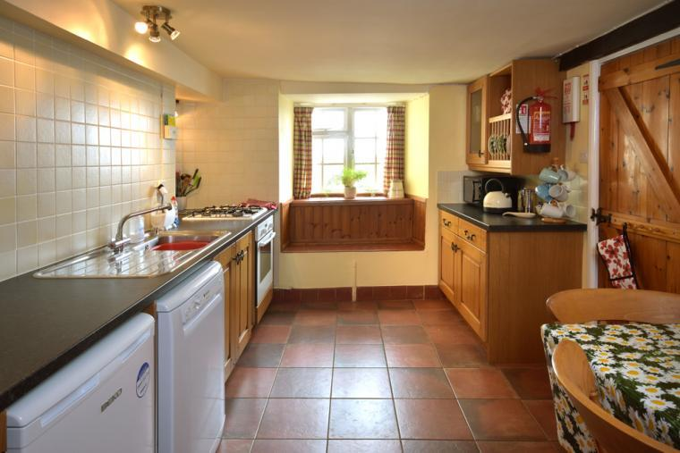 Well equipped Harbour Cottage kitchen