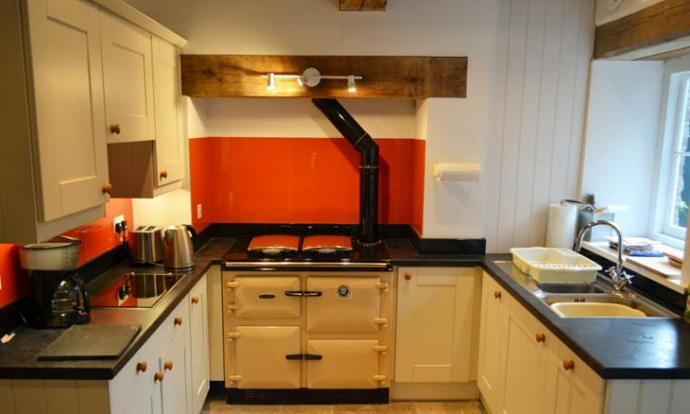 kitchen holiday  cottage brecon beacons washing machine dishwasher tumble dryer freezer