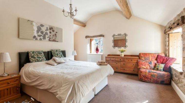 Riverside House Master ensuite bedroom with link-attached king-size or twin option