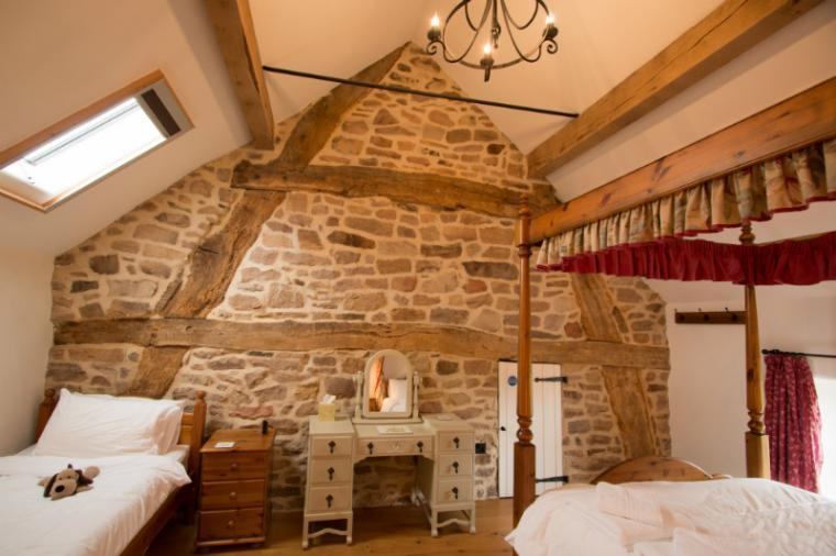 Cruck Room with four poster