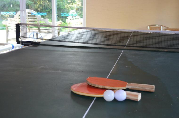 Play table tennis on holiday