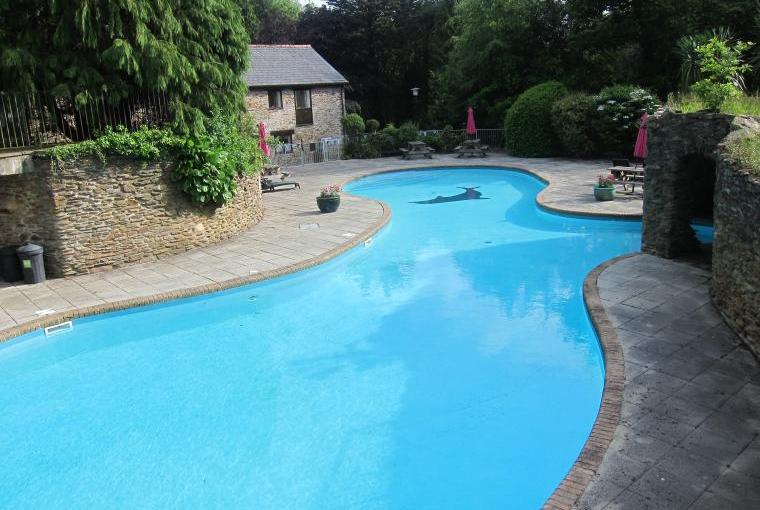 Outdoor pool (heated in summer)