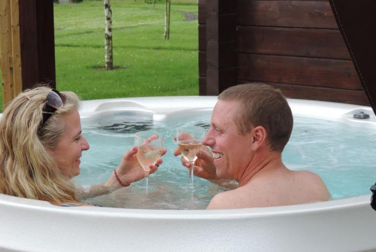 Lodges with a hot tub