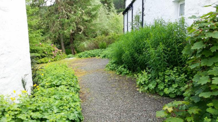 Path from the car park to Wildgrass Cottage