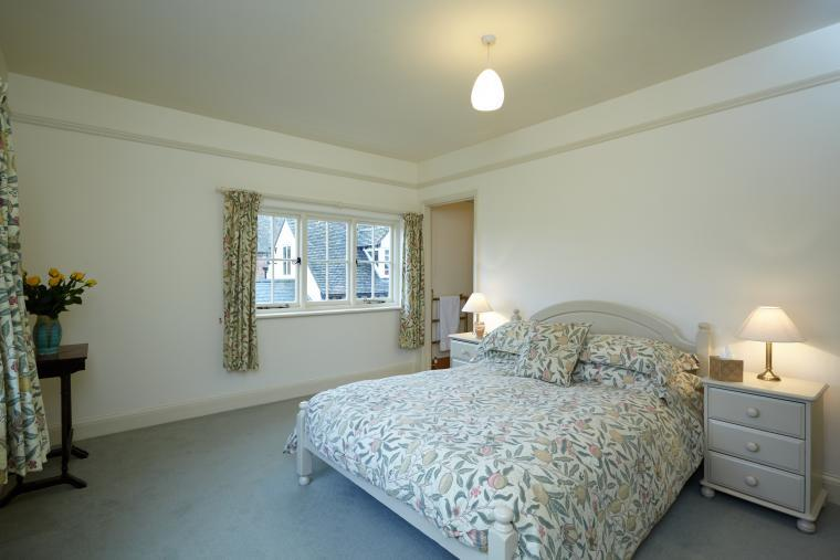 Master bedroom with Kingsize Bed and En suite Bathroom