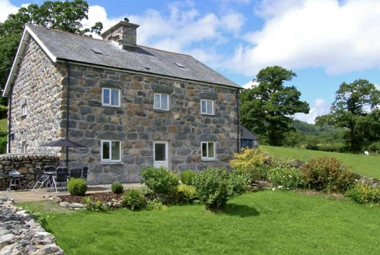 Ty Mawr Farmhouse in the scenic Pennant Lliw Valley