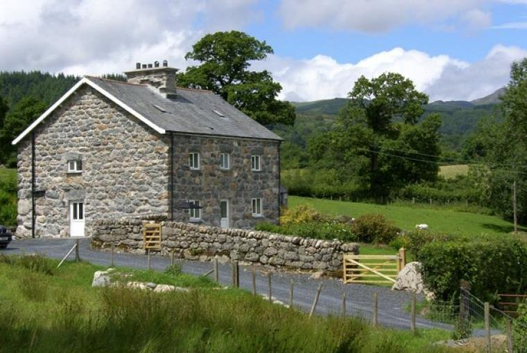 Sleeps 8 Rural Retreat near Bala