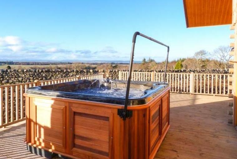 Outdoor hot tub at Atlas Holiday Lodge