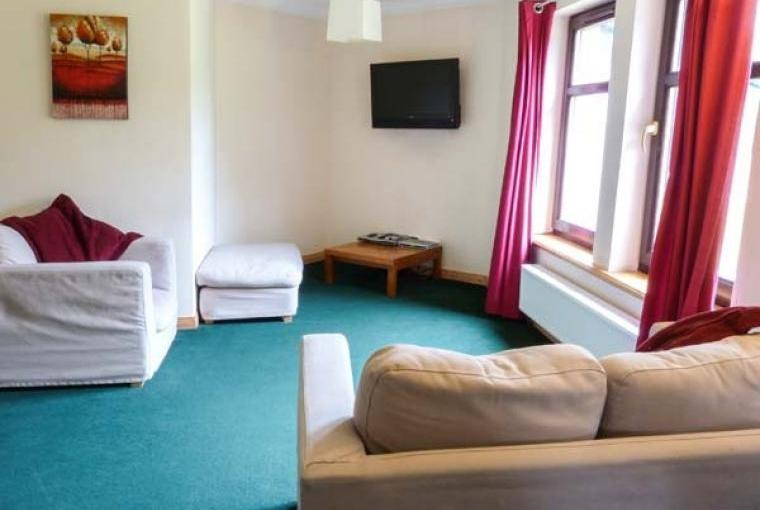 Pet-friendly sleeps 10 holiday house